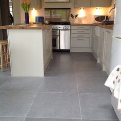 Our customer used Belgian Limestone Vintage tiles to add the perfect final touch to her new kitchen.