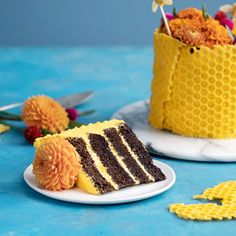 Honey, you can bet this cake is the bee's knees. Honey, you can bet this cake is the bee's knees. Just Desserts, Delicious Desserts, Yummy Food, Tasty, Sweet Recipes, Cake Recipes, Dessert Recipes, Bread Recipes, Cupcakes