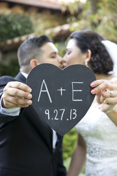 Cute wedding photo idea - use a heart chalkboard with your wedding date on it. Perfect for your 'thank you' cards!