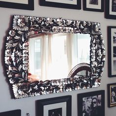 I wonder if it would be possible to DIY this mirror?