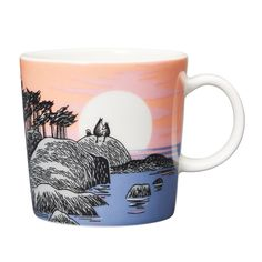 Drawn in 1955, the illustration on the mug was first published in a London newspaper. Moomintroll and Moominmamma have hiked to the highest point on an island close to Moominvalley to view the beautiful sunset. Moomintroll snuggles up to Moominmamma's side and pushes his nose onto her silky snout. It's very quiet and they are alone – it feels good.