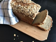 EKSTRA GROVT GLUTENFRITT HAVREBRØD Fodmap, Bread Baking, Crackers, Vegan Vegetarian, Banana Bread, Food And Drink, Health Fitness, Cooking Recipes, Gluten Free