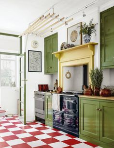 Artist and maker Bridie Hall's north London house Style At Home, Checkerboard Floor, Hall House, Mews House, Halls, Traditional Cabinets, Green Cabinets, London House, Shop Interiors