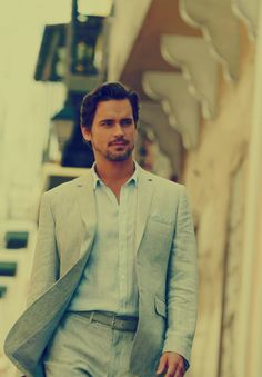 Of all the looked Neal Caffrey has donned, I think this is my favorite. Super casual yet super stylish and classy. Above all, SUPER SEXY!