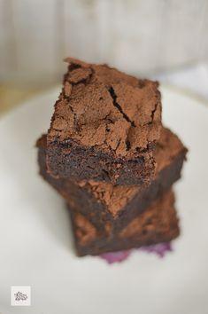 No son exactamente un brownie, aunque Chocolate, Cupcakes, Mood, Desserts, Rainbows, Brazil, Liqueurs, Crack Cake, Cooking Recipes