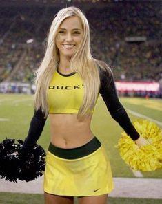 Oregon Cheerleaders, Football Cheerleaders, Cheerleading Photos, Cheerleading Uniforms, Sexy Hot Girls, Cute Girls, College Football, Looks Pinterest, Professional Cheerleaders