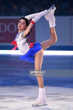 ニュース写真 : Evgenia Medvedeva of Russia performs at the gala...