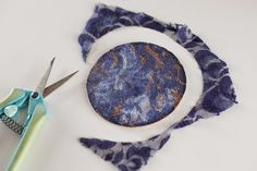 Lacy and sophisticated DIY coasters - Mod Podge Rocks
