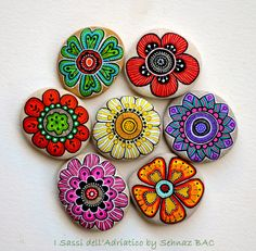 Hand Painted Stone Flowers / Set of 7 stones https://www.facebook.com/ISassiDelladriatico/photos/a.486417961437351.1073741828.486411464771334/814226471989830/?type=1&theater