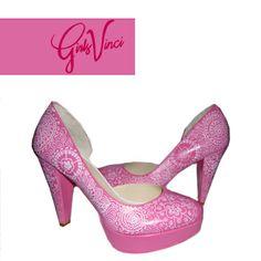 Sapatos personalizados para noiva! Parabéns noiva Margarida! ;) #sapatos #personalizados #sapatos noiva personalizados #sapatos #pintados à mao #sapatos GirlsVinci #moda #design #customized #shoes #bride