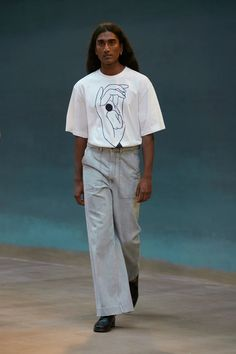 Runway Spring-Summer 2022 - Lemaire-EU Male Fashion Trends, Star Fashion, New Fashion, Fashion News, Spring Fashion, Fashion Beauty, Fashion Outfits, Paris Fashion, Vogue Russia