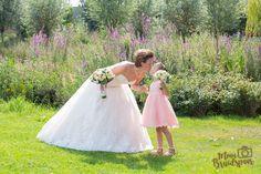 Mooi plaatje zo moeder en dochter op de trouwdag.
