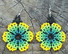 Pendientes de pétalos de flor hecha a mano verde amarillo