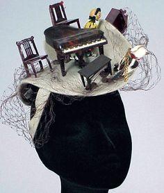 D'abord Classiques, les Chapeaux 'Bes-Ben' sont Devenus Hurluberlus et Excentriques au Début des Années 40 (Chapeau 'Meubles')