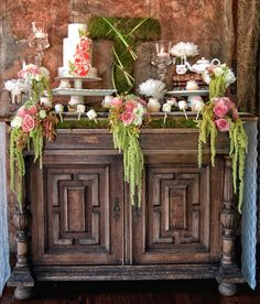 ok, I so I love this whole arrangement but I really like the idea of the moss letter. I've seen them at Pottery Barn. Maybe an 'M'?