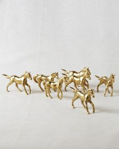 Gold horse figurines that can decorate dinner tables can also b used as favors