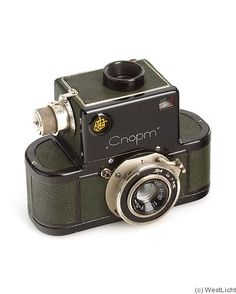 1936-1941. 35mm SLR camera. Special 35mm cassettes for 50 exposures. Green version may have been a VIP model.