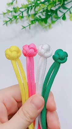 Rope Crafts, Diy Crafts Hacks, Diy Crafts Jewelry, Bracelet Crafts, Yarn Crafts, Handmade Crafts, Crafts With Ribbon, Diy Bracelets Patterns, Diy Friendship Bracelets Patterns