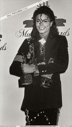 Cuteness in black and white ღ Michael Jackson Photoshoot, Photos Of Michael Jackson, Michael Jackson Bad Era, Beautiful Person, Beautiful Men, Soul Train Awards, Mj Bad, King Of Music, The Jacksons