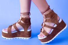 Sandalele de dama Mineli Cora sunt realizate din piele întoarsă, cu talpă ortopedică supradimensionată și… Boutique, Wedges, Shoes, Fashion, Color, Sandals, Moda, Zapatos, Shoes Outlet