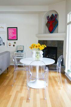 louis ghost chair, cadeira transparente na decoração, mesa tulipa branca para…