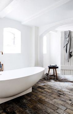 White Minimalist Bathroom: 20 Chic And Minimalist Boho Bathroom Design Ideas Boho Bathroom, Bathroom Styling, Bathroom Interior Design, Modern Bathroom, White Bathroom, Brick Bathroom, Basement Bathroom, Bathroom Ideas, Bathroom Cabinets