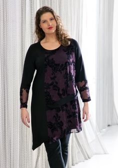exelle | curvy fashion | comfortable tunic with flockprint on the front and the arms