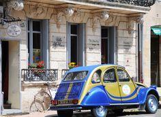 Villa St. Simon Guest House and Citroën 'deux chevaux' vehicle