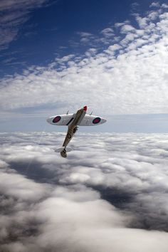 plane.. no .. Spitfire! Fighter Aircraft, Fighter Jets, Personal Jet, High Flight, Supermarine Spitfire, Plane Photos, Cheap International Flights, Red Arrow, Wander