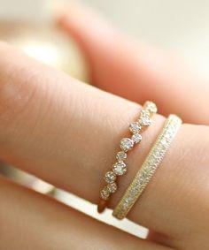 1本でも美しいダイヤの指輪も、重ねづけすることで動きが生まれました。