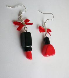 boucles d oreilles rouge a levre et vernis a ongle cosmétique rouge et noir noeud chic : Boucles d'oreille par fimo-relie