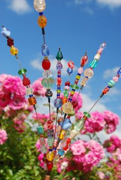 Beaded Blossoms Garden Bead Art I love this! I'm going to make some of these with all the beads I have..