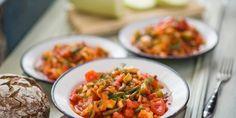Zöldséges lecsó zöldbabbal és tökkel   Vidék Íze Bruschetta, Ethnic Recipes, Food, Red Peppers, Essen, Meals, Yemek, Eten