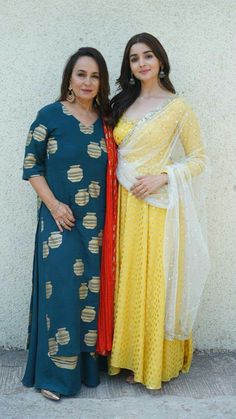 Alia bhatt with her mother S.R Best Indian salware suits Click visit link above for more options Ethnic Outfits, Indian Outfits, Fashion Outfits, Indian Clothes, Dress Indian Style, Indian Dresses, Indian Attire, Indian Wear, Patiala Suit Wedding