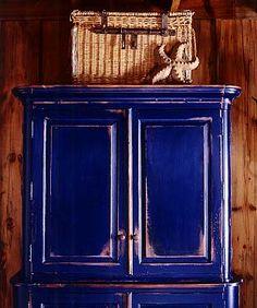 the deep woven texture of ralph lauren paint 39 s indigo denim faux finish adds a bohemian spirit. Black Bedroom Furniture Sets. Home Design Ideas