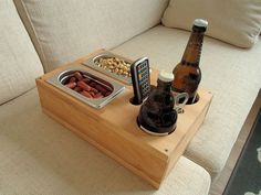 The perfect men& gift! Sofa tray - beer crate - drink holder man (s) . The perfect men& gift! Sofa tray – beer crate – drink holder You want to relax on the sof Garden Projects, Wood Projects, Woodworking Projects, Woodworking Videos, Youtube Woodworking, Woodworking Basics, Woodworking Classes, Custom Woodworking, Woodworking Plans