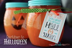 She's {kinda} Crafty: Halloween Countdown Jar and Free Tag