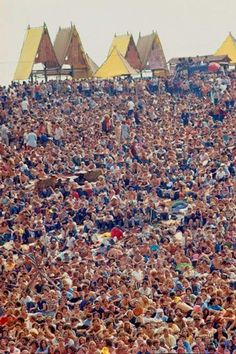 Woodstock Festival by Bill Eppridge, August 1969 The concert for a generation. 1969 Woodstock, Woodstock Hippies, Woodstock Music, Woodstock Festival, Rock Festival, Ile De Wight, Estilo Hippie, San Francisco, Hippie Love
