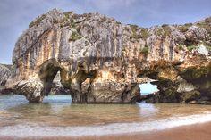 Singular Playa de Cuevas del Mar - Asturias