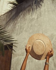 Yes to pretty straw hats! ❤️ Yes to pretty straw hats! Summer Feeling, Summer Vibes, Nagel Tattoo, Story Starter, Summer Aesthetic, Aesthetic Colors, Brown Aesthetic, Summer Hats, Summer Of Love