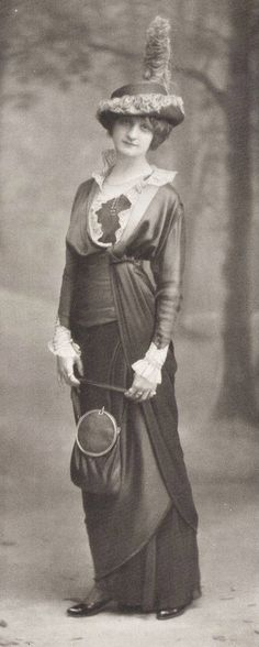 Robe d'apres-midi par Margaine Lacroix, 1913 Victorian Hats, Edwardian Era, Edwardian Fashion, Vintage Fashion, Retro Mode, Mode Vintage, Vintage Ladies, Belle Epoque, Historical Costume