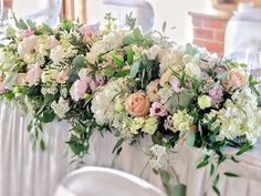 I love the bright colours of this long & low top table arrangement @morleyhayes but can you name all the flowers
