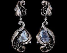 2 diamond slices 2,91 ct  341 diamonds 1,64 ct  266 champagne diamonds 1,38 ct  18K white gold 11,3 g