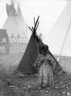 Siksika girl with playlodge, McClintock 1909.