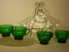 Anchor Hocking Fan Shape Daisy & Button Snack Tray 4 Sets w/Green Cups  $32.97            975