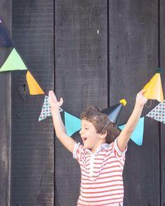 Olha essa alegria!  Hoje é dia de Festa!!!  Feliz domingo!  . . #NaFestejoCadaFestaÉÚnica!  Saiba mais em nosso site! . . #FestejoInBox #ComemoreComAFestejo #FestejeComAFestejo #FestaDeCrianca #FestaDeCriança #FestaInfantil #FestaPersonalizada #FestaEmCasa #PartyDecor #KidsParty #CompreDasMães #AquiTemMãeEmpreendedora #Maternativa #DioramaFestejoInBox #DesignerFestejoInbox #MenosÉMais #FeitoComAmor