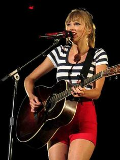 Taylor Swift- Red Tour, I can't wait to go see her in concert! Taylor Swift Country, Taylor Swift Red Tour, Swift Tour, Taylor Alison Swift, Red Taylor, Taylor Swift Guitar, Ethel Kennedy, Taylor Swift Pictures, Favim
