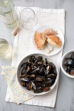 Mussels Steamed in White Wine {Plus Cookbook Review + Giveaway} | via @Annie M.