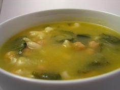 Cinco Quartos de Laranja: Sopa de abóbora com grão e nabiças