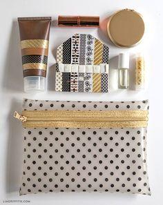 Original neceser o bolsa de maquillaje cosida con plástico o vinilo.